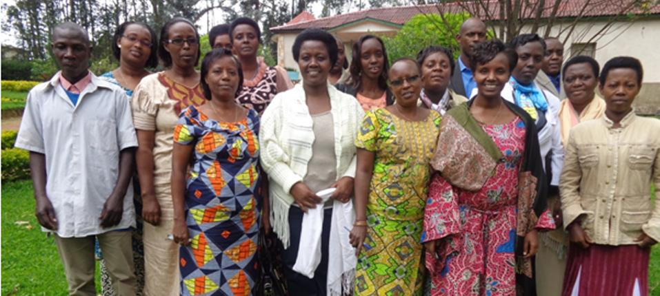 Photo de famille du personnel et membres du Bureau du CAFOB